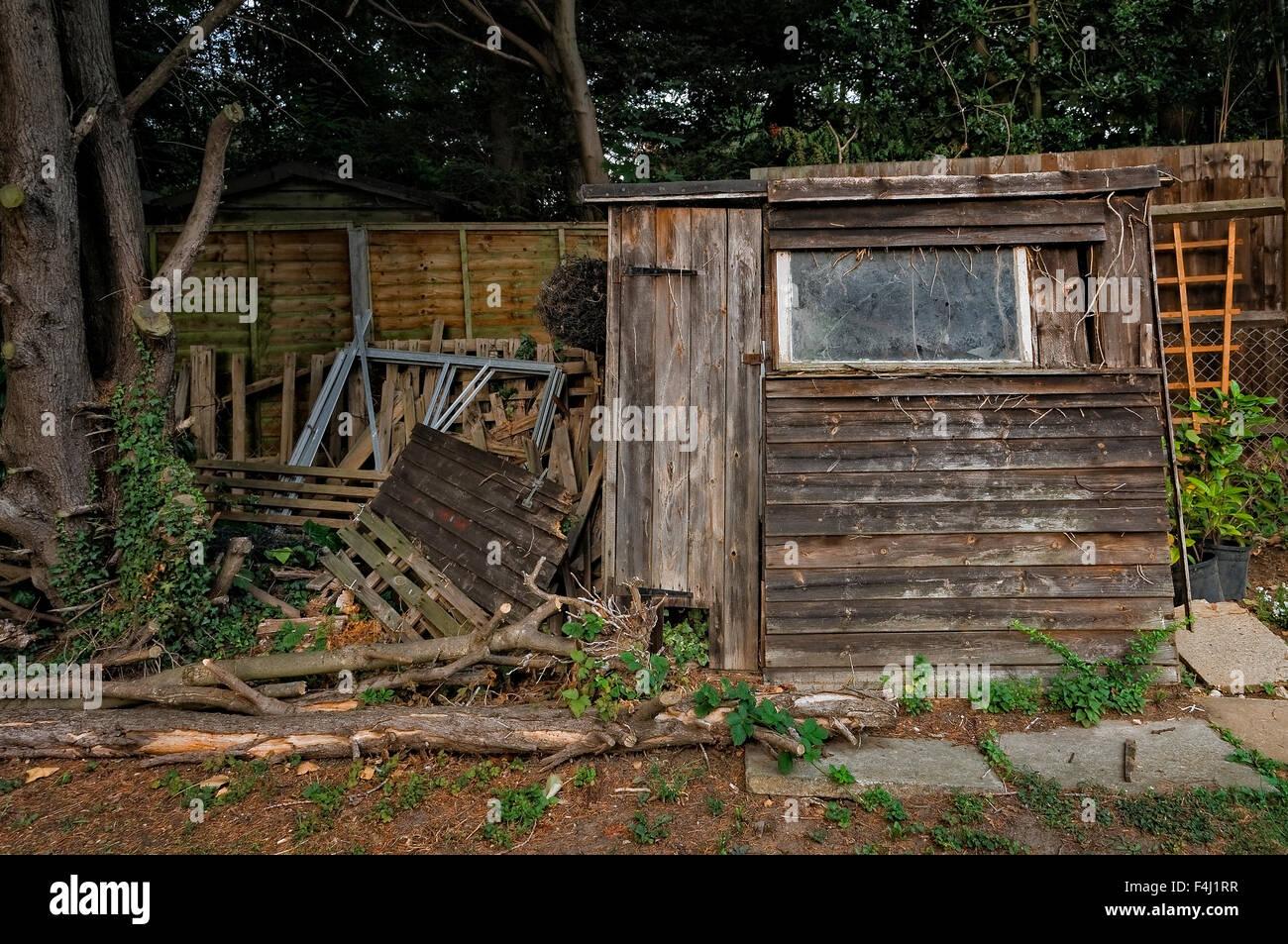 broken shed stockfotos broken shed bilder alamy. Black Bedroom Furniture Sets. Home Design Ideas