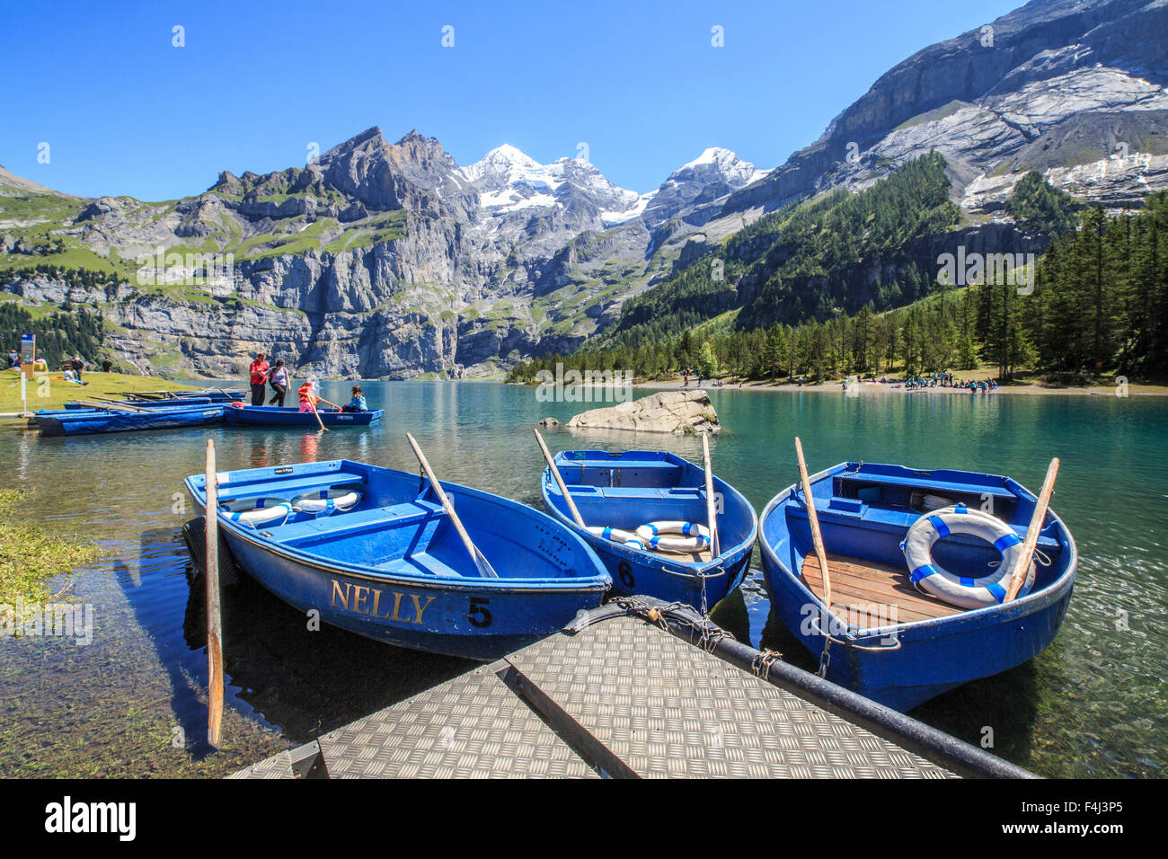 Bootsfahrt um See Oeschinensee, Berner Oberland, Kandersteg, Kanton Bern, Schweiz, Europa Stockbild