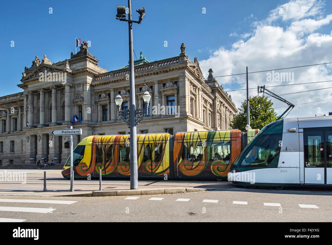 Straßenbahn und National- und Universitätsbibliothek / Bibliothèque Nationale et Universitaire / Stockbild