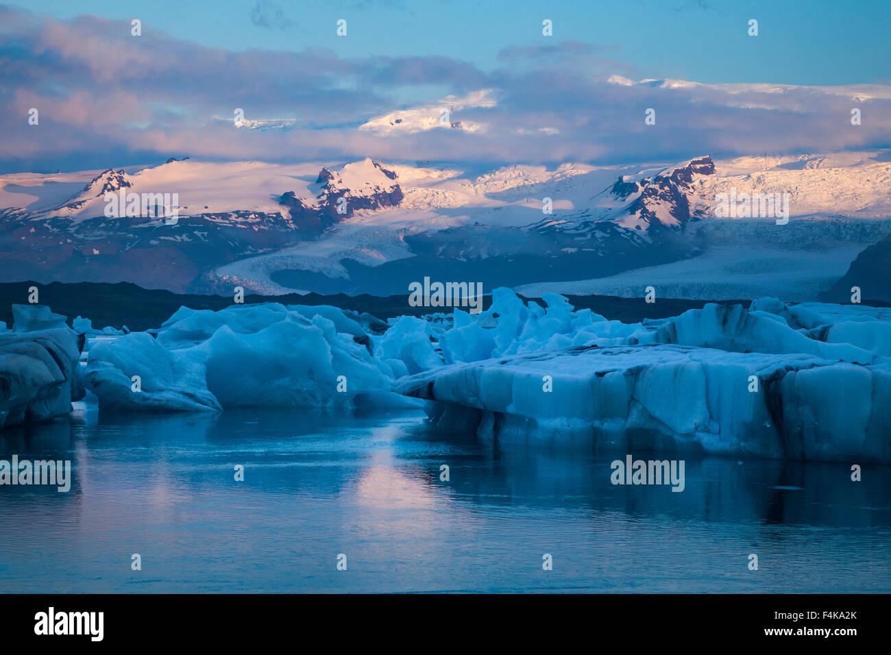 Dawn Licht über Vatnajökull Eiskappe und Gletschersee Jökulsárlón Gletscherlagune, Vatnajökull Stockbild