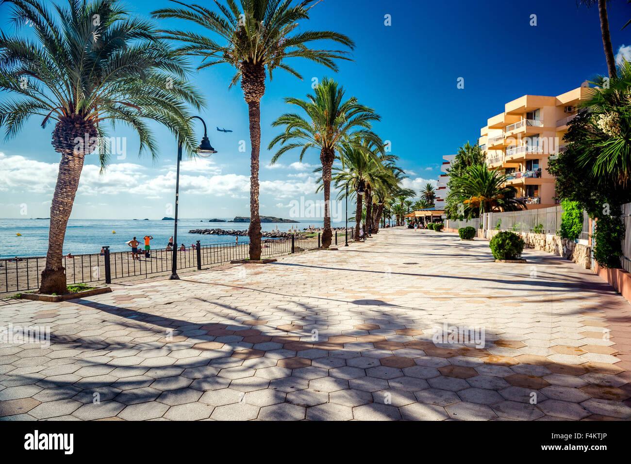 Blick auf Ibiza direkt am Meer. Spanien Stockbild