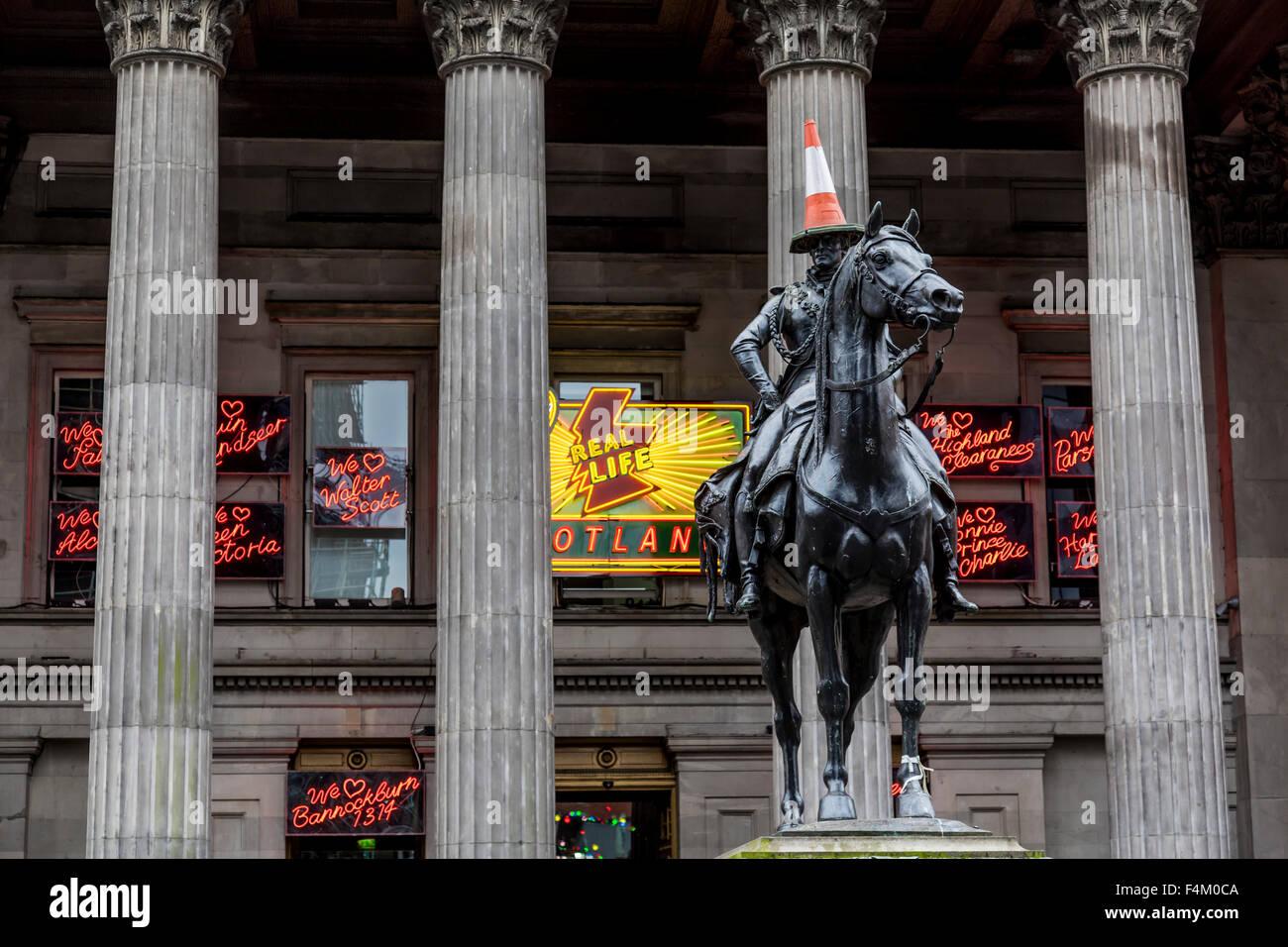 Duke of Wellington Glasgow Statue und Verkehrskegel, Gallery of Modern Art, Glasgow City Centre, Royal Exchange Square / Queen Street, Schottland, Großbritannien Stockfoto