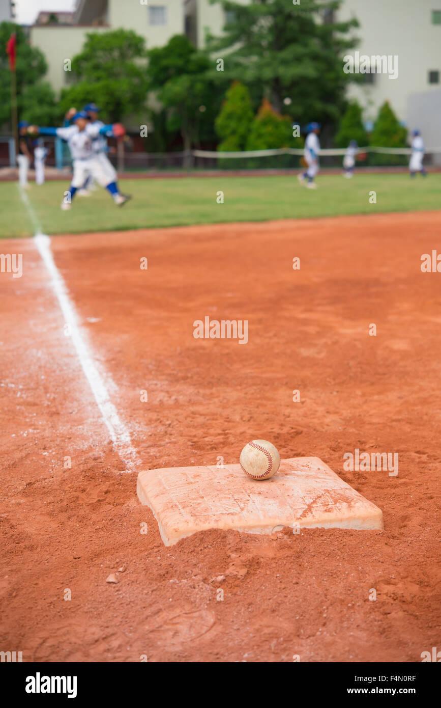 Baseball Base Field Dirt Stockfotos & Baseball Base Field Dirt ...