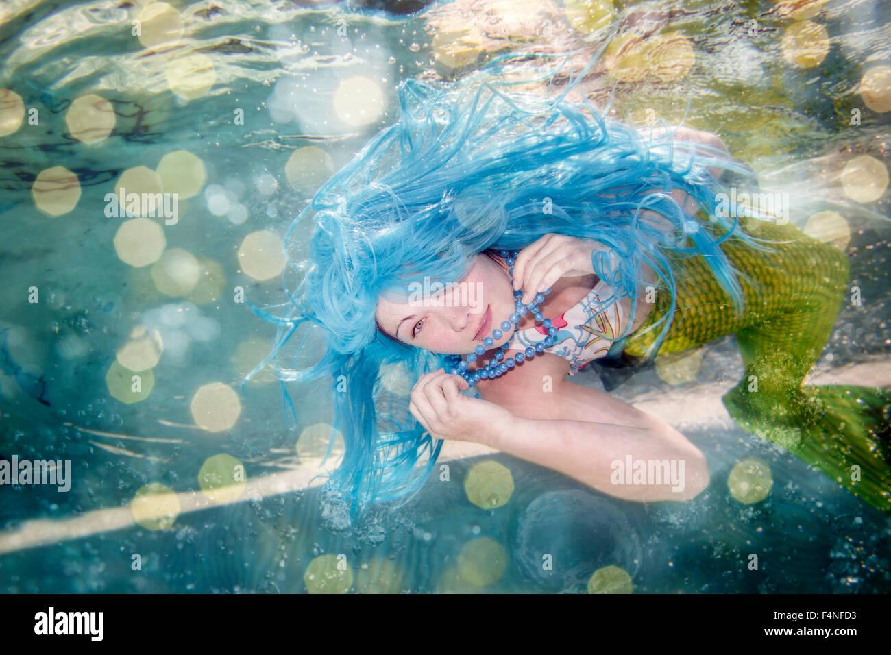 Junge Frau In Der Verkleidung Von Arielle Die Kleine Meerjungfrau