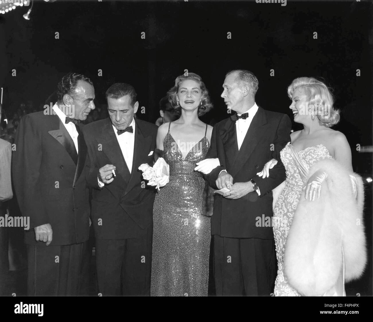 """New York, November 1953; bei der Premiere von """"How to Marry a Millionaire"""" mit Humphrey Bogart, Lauren Stockbild"""