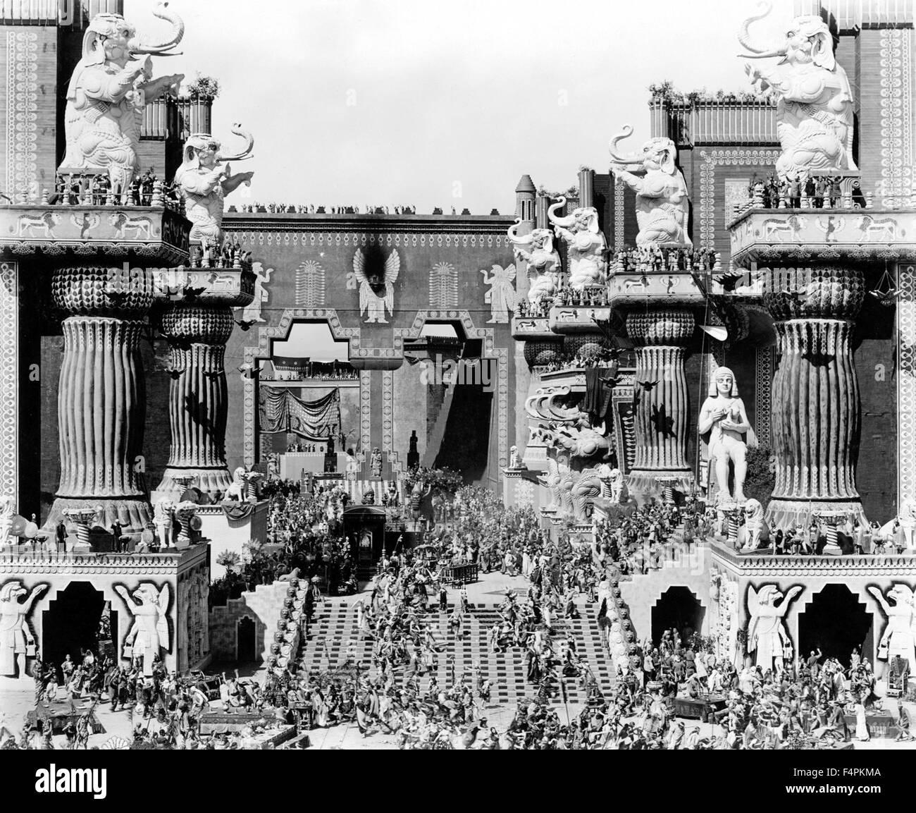 Intoleranz: Der Liebe Kampf während des Alters / 1916 unter der Regie von D.W. Griffith [Dreieck Verteilung] Stockfoto