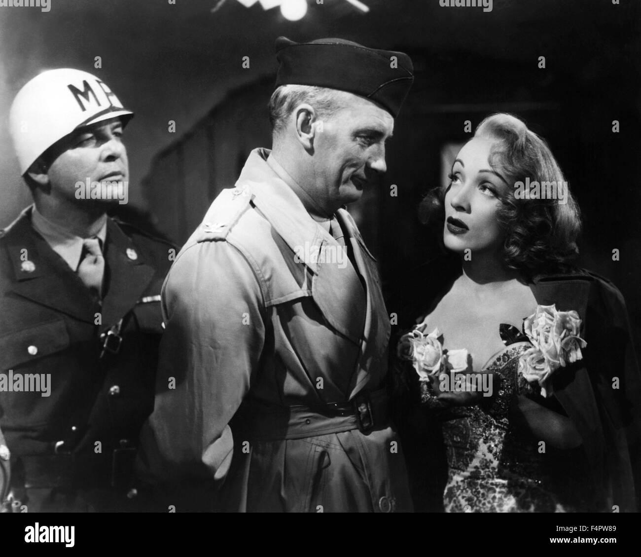 Millard Mitchell und Marlene Dietrich / eine auswärtige Affäre / 1948 unter der Regie von Billy Wilder Stockbild