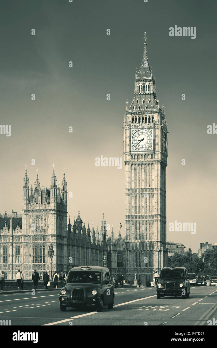 vintage taxi auf westminster bridge mit big ben in london schwarz wei stockfoto bild. Black Bedroom Furniture Sets. Home Design Ideas