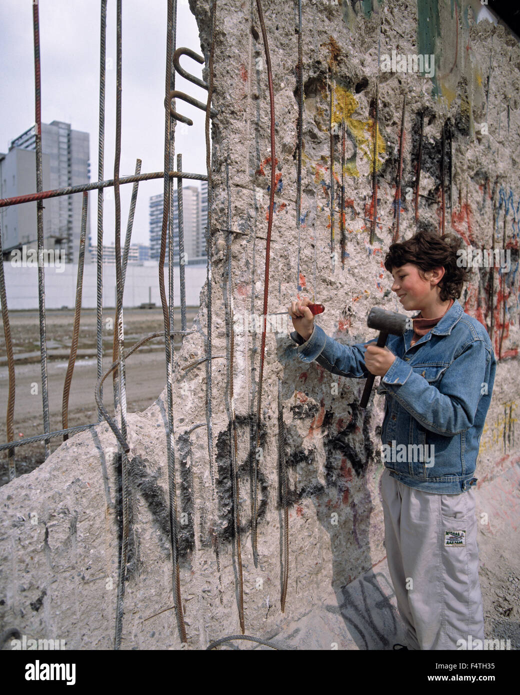 Deutschland, Europa, Berlin, Specht, Frau, Frau, Stein, Souvenir, Eröffnung, Berliner Mauer, Berlin-West, Ost Stockbild