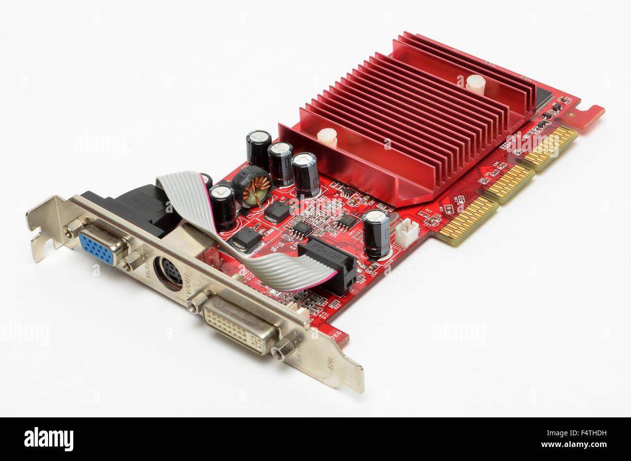 Gainward NVidia AGP-Grafikkarte auf einem weißen Hintergrund. Stockbild