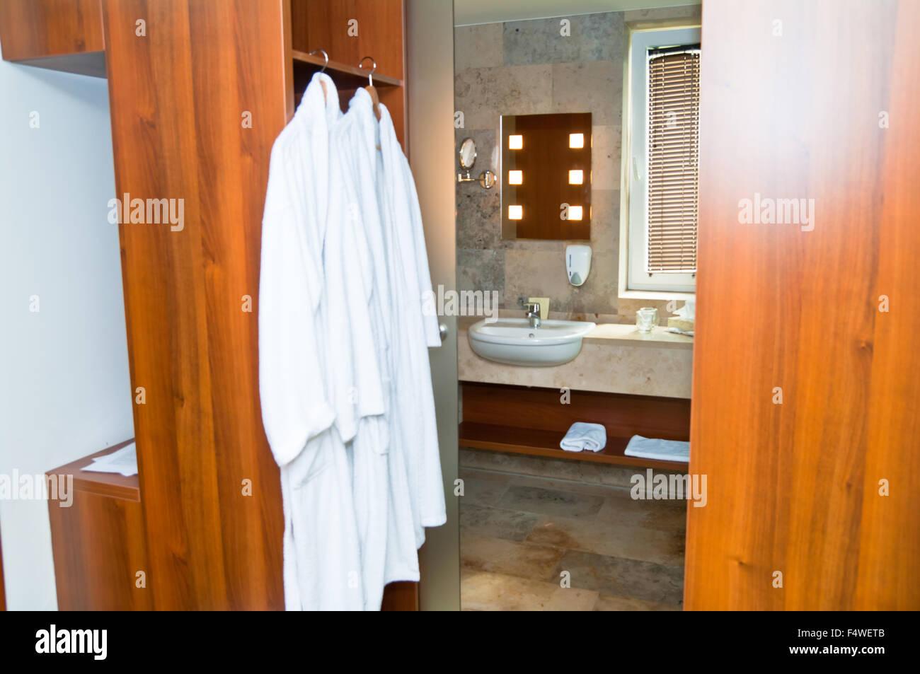 Architektur Bad Badezimmer Badewanne hell sauber zeitgenössische ...
