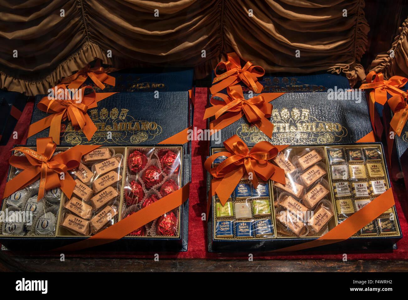 Schokolade Geschenk-Boxen zum Verkauf an Caffe Baratti & Milano Schokolade und Kaffee Shop, Turin, Piemont, Stockbild