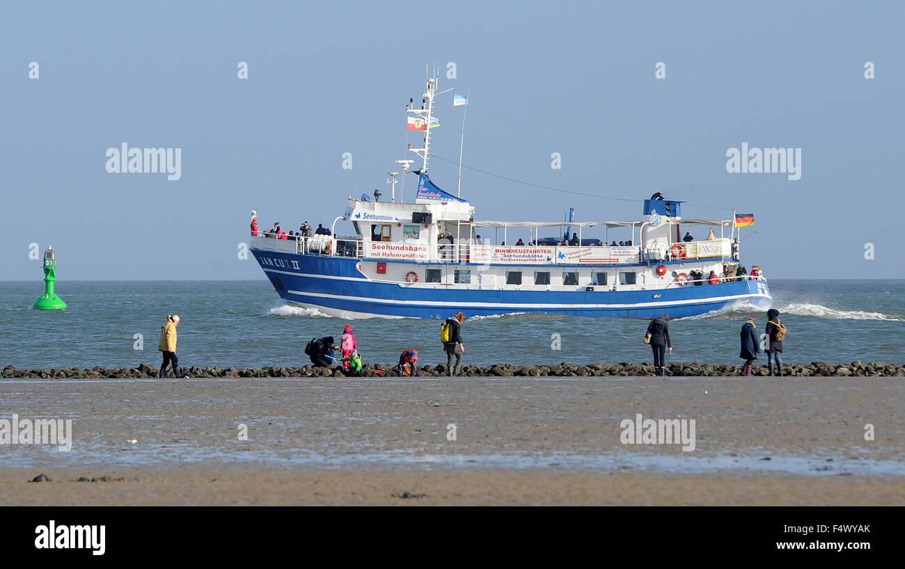 Cuxhaven, Deutschland. 23. Oktober 2015. Besucher der Nordsee am ...
