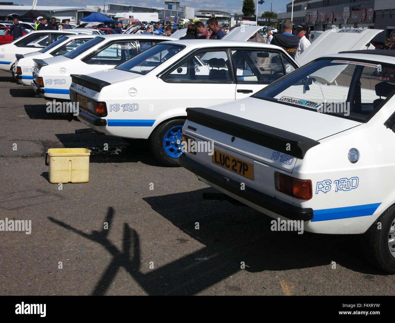 ford escort mk2 rs 1800 strasse auto in weiss wie beim donnington rennstrecke gezeigt