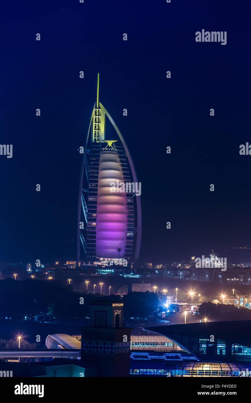 DUBAI, Vereinigte Arabische Emirate - 14. NOVEMBER: der weltweit erste sieben Sterne Luxushotel Burj Al Arab, 14. Stockbild