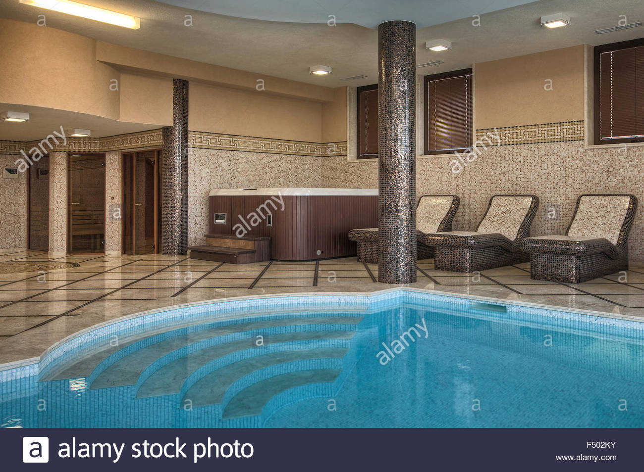 Indoor Swimming Pool At Home Uk Stockfotos Indoor Swimming Pool At