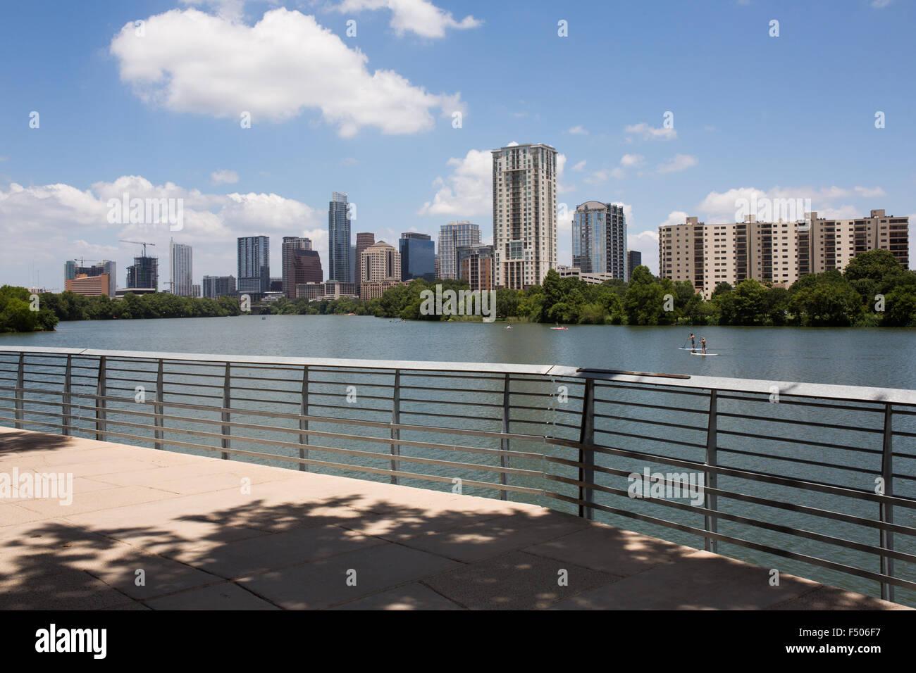 Blick auf Downtown Austin von der Austin-Promenade Stockbild