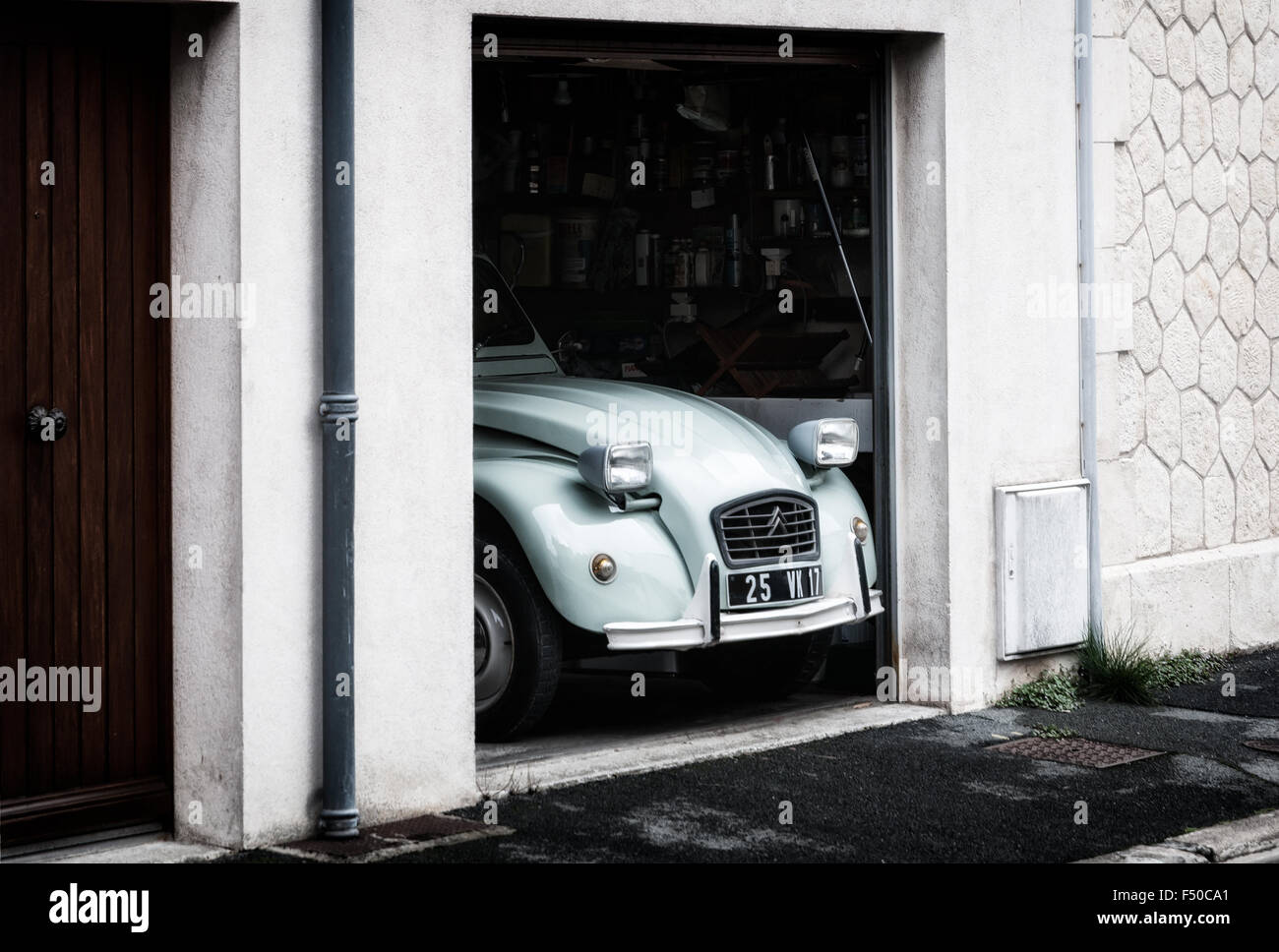 citroen 2cv stockfoto bild 89134809 alamy. Black Bedroom Furniture Sets. Home Design Ideas