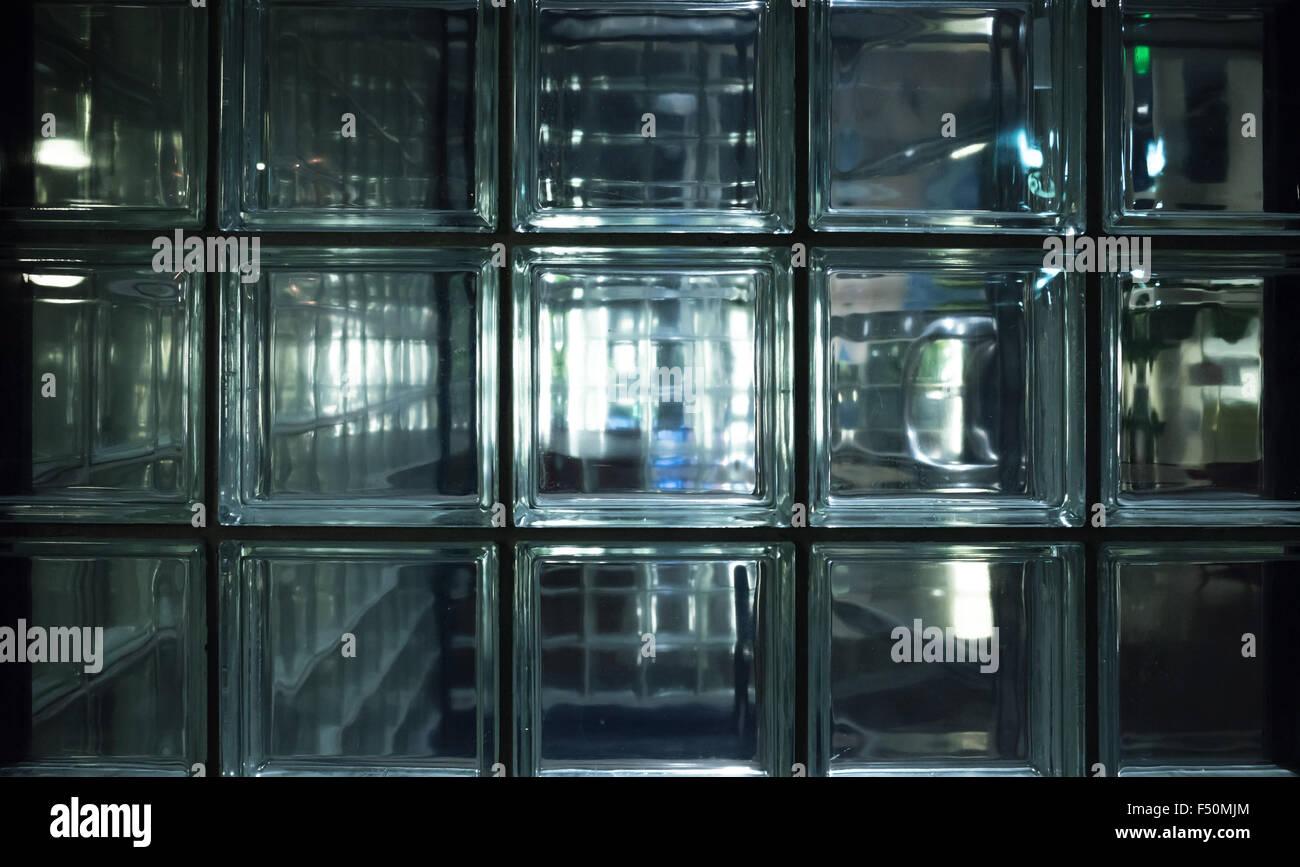 glass wall blocks stockfotos glass wall blocks bilder alamy. Black Bedroom Furniture Sets. Home Design Ideas