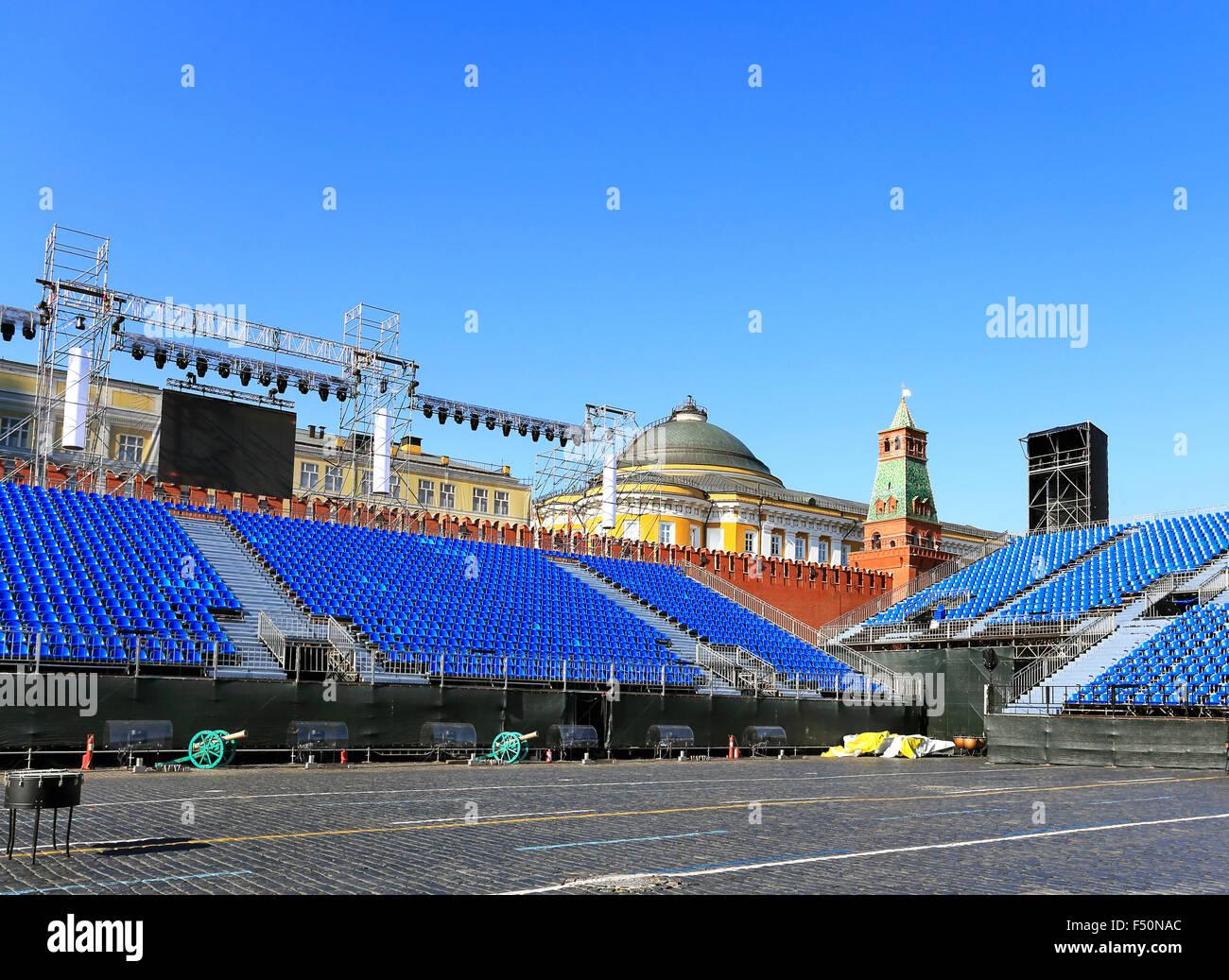 Zuschauer-Tribünen und Landschaft auf dem Roten Platz in Moskau in der Vorbereitung für das festival Stockbild