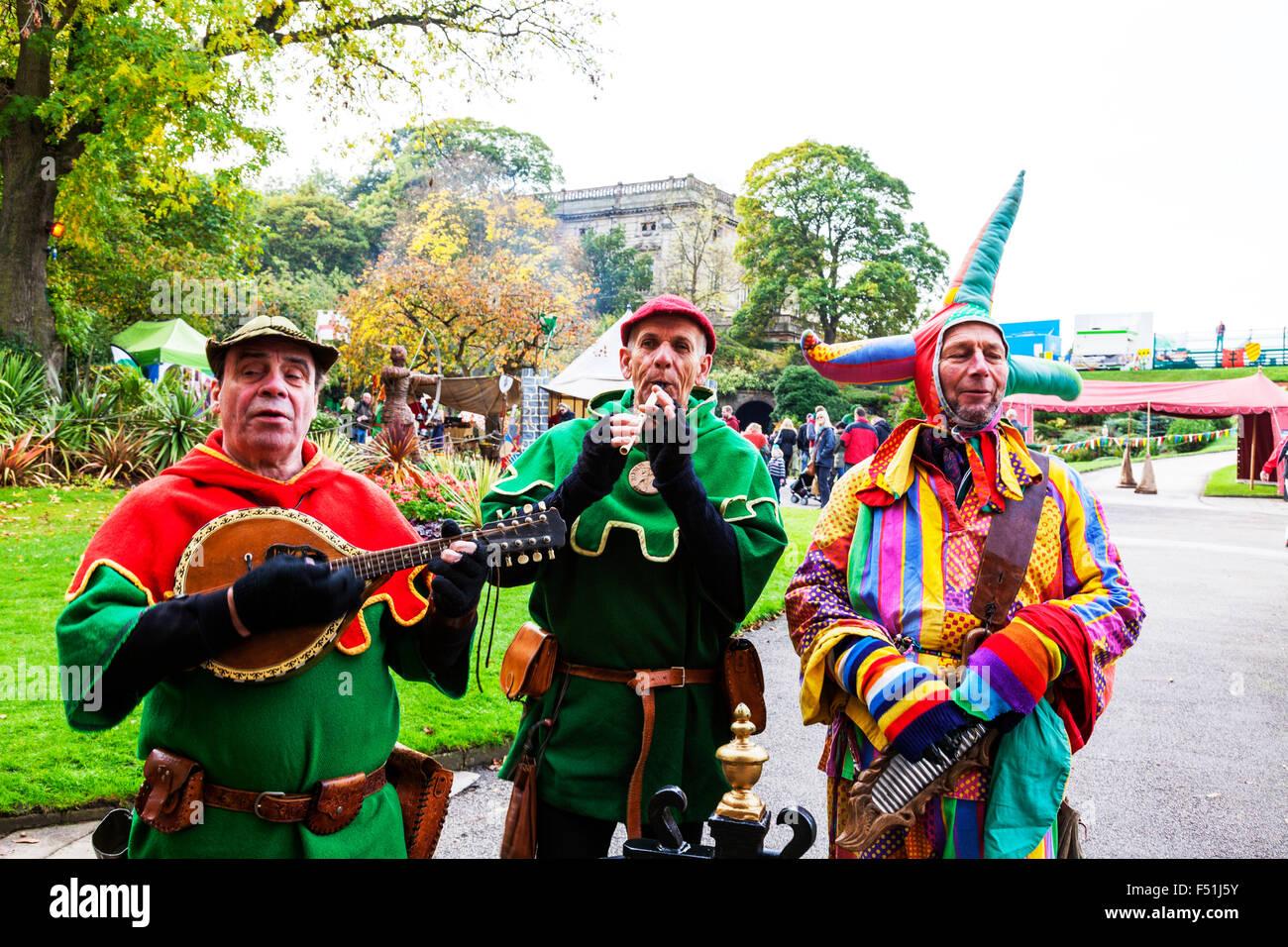 Court Jester Narren laute Flötenspiel Nottingham Castle Entertainer unterhaltsame Stadt UK England Nottinghamshire Stockbild