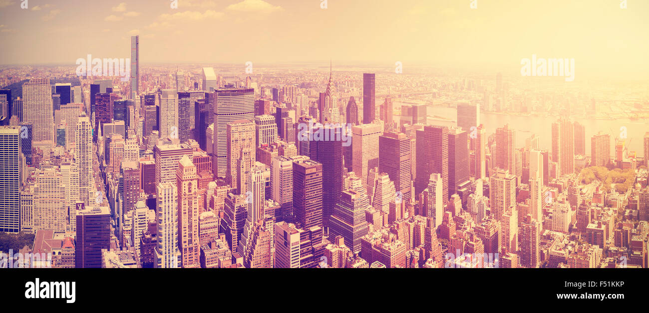 Vintage getönten Manhattan Skyline bei Sonnenuntergang, New York City, USA. Stockbild