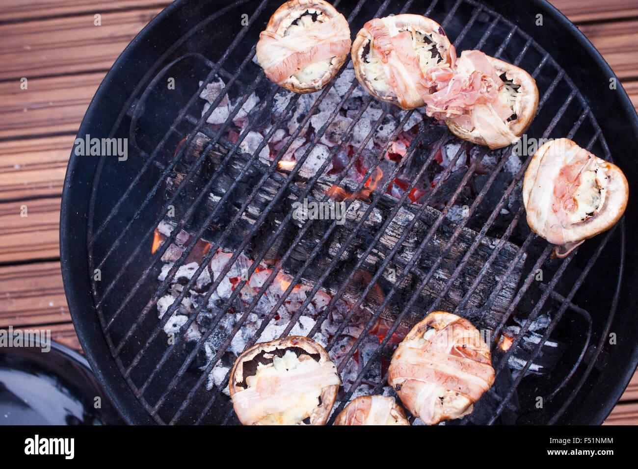 kohle grill trendy grillen ist in erster linie die verbindung aus geschmack und einer urigen. Black Bedroom Furniture Sets. Home Design Ideas