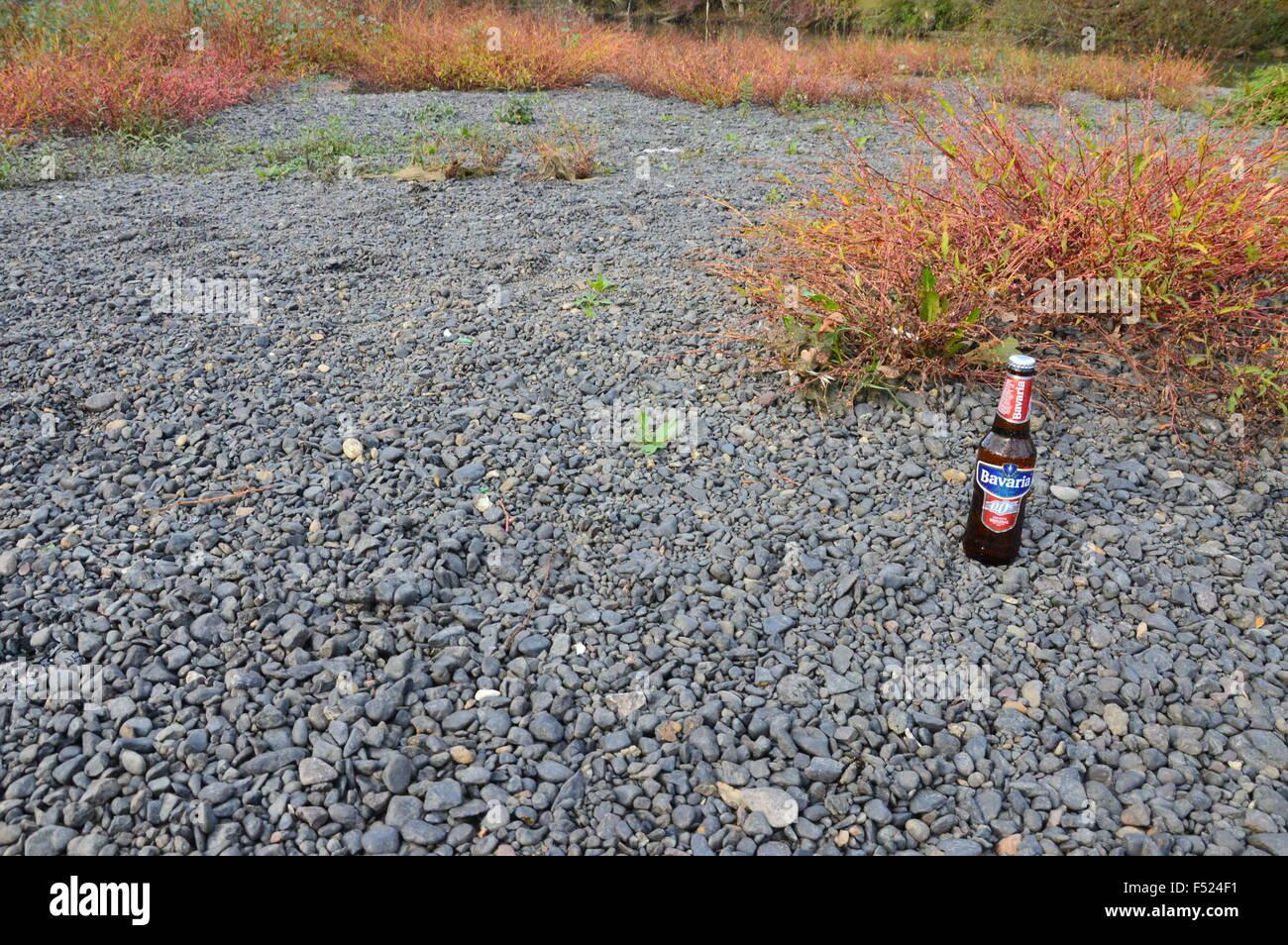 Illustrative Flasche alkoholfreies Bier Bayern in der Natur Stockbild