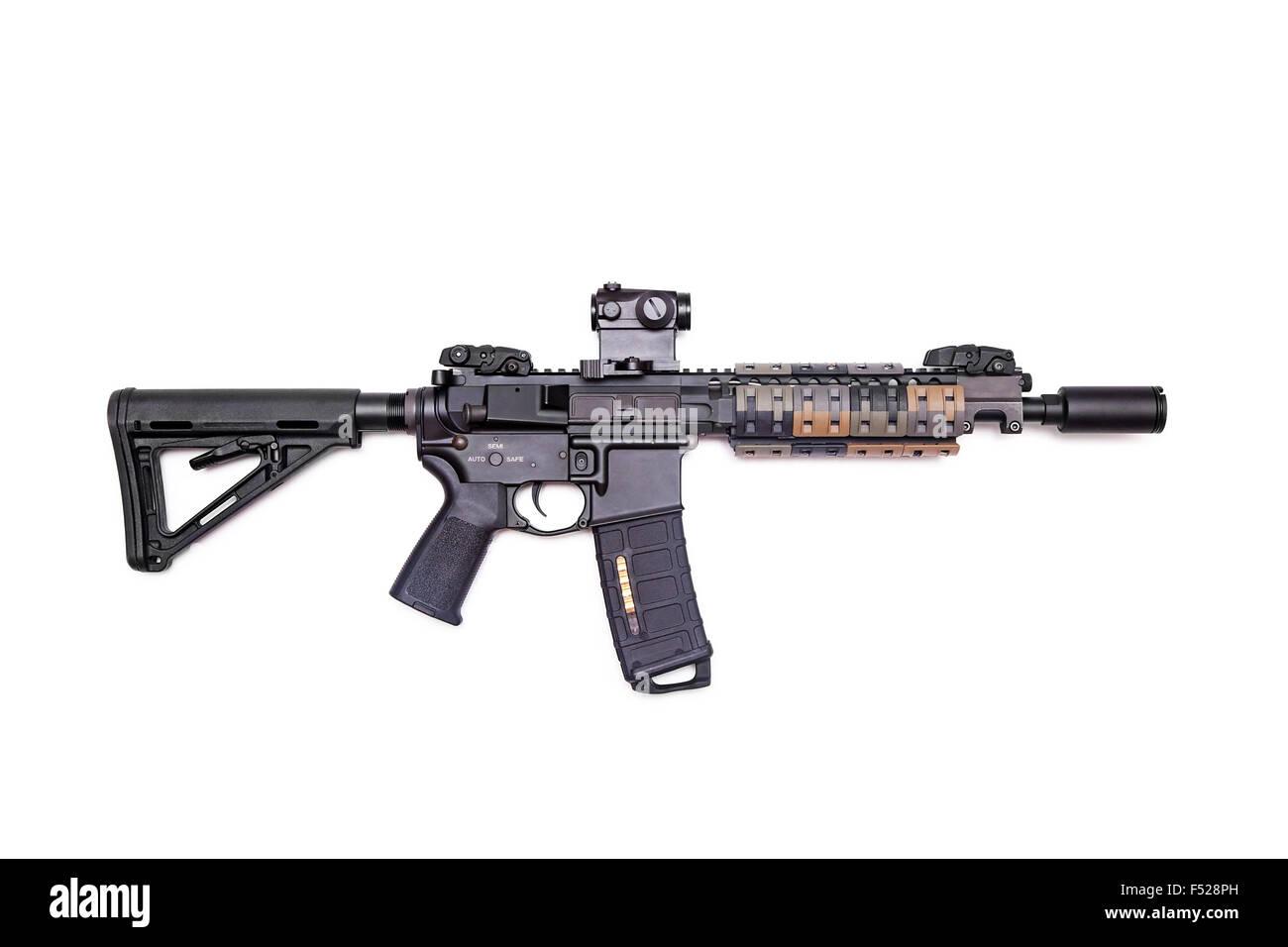 Der Black Rifle: benutzerdefinierte Build 9' AR-15 SBR isoliert auf weißem Hintergrund, Studio gedreht Stockbild