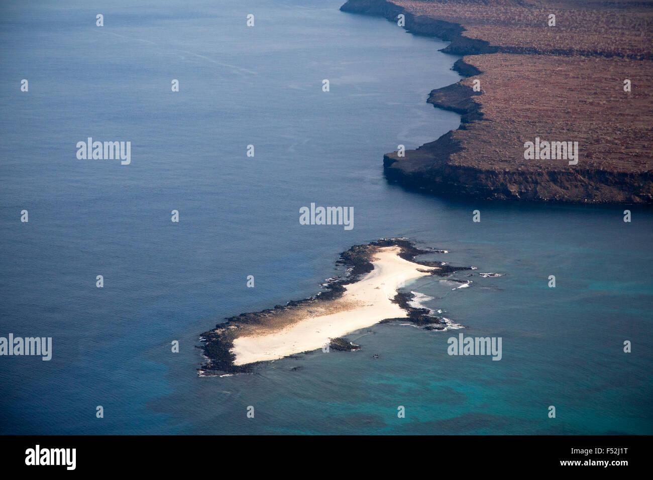 Luftaufnahme von mosquera Islet und Teil der Insel Baltra, sowohl aufgrund der geologischen Hochhebung der u-boot Stockbild