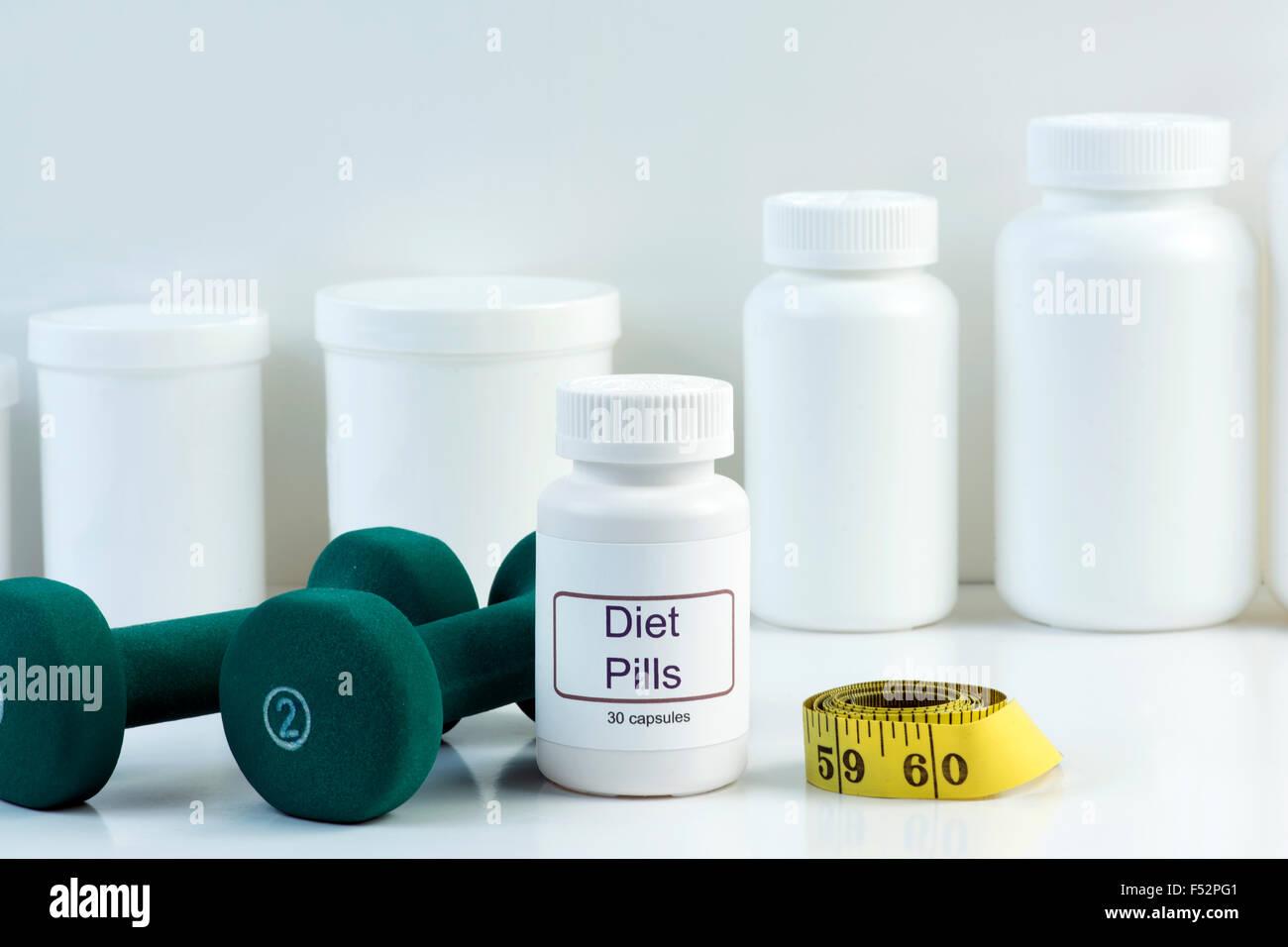Weisse Diat Pille Container Mit Gewichten Und Massband Stockfoto Bild