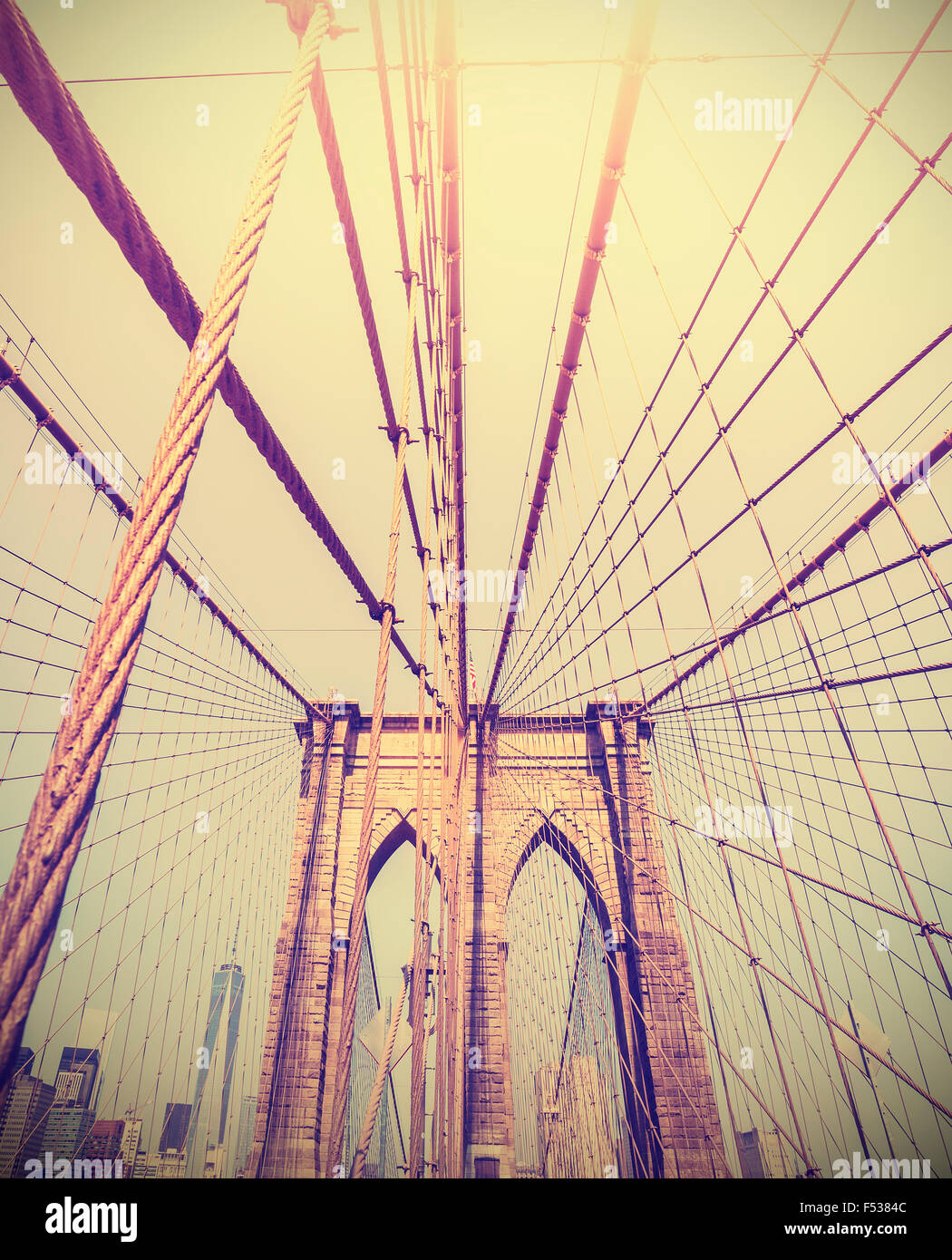 Vintage getönten Foto von der Brooklyn Bridge, New York, USA. Stockbild