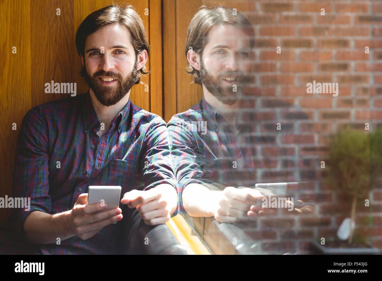 Hipster-Student SMS in Kantine Stockbild