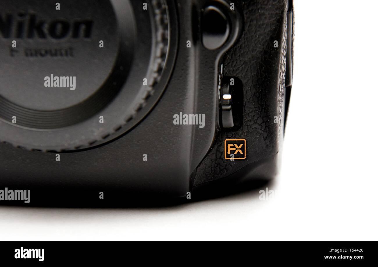 FX Nikon Vollformat-Logo auf der rechten Ecke einer D700 DSLR-Kamera ...