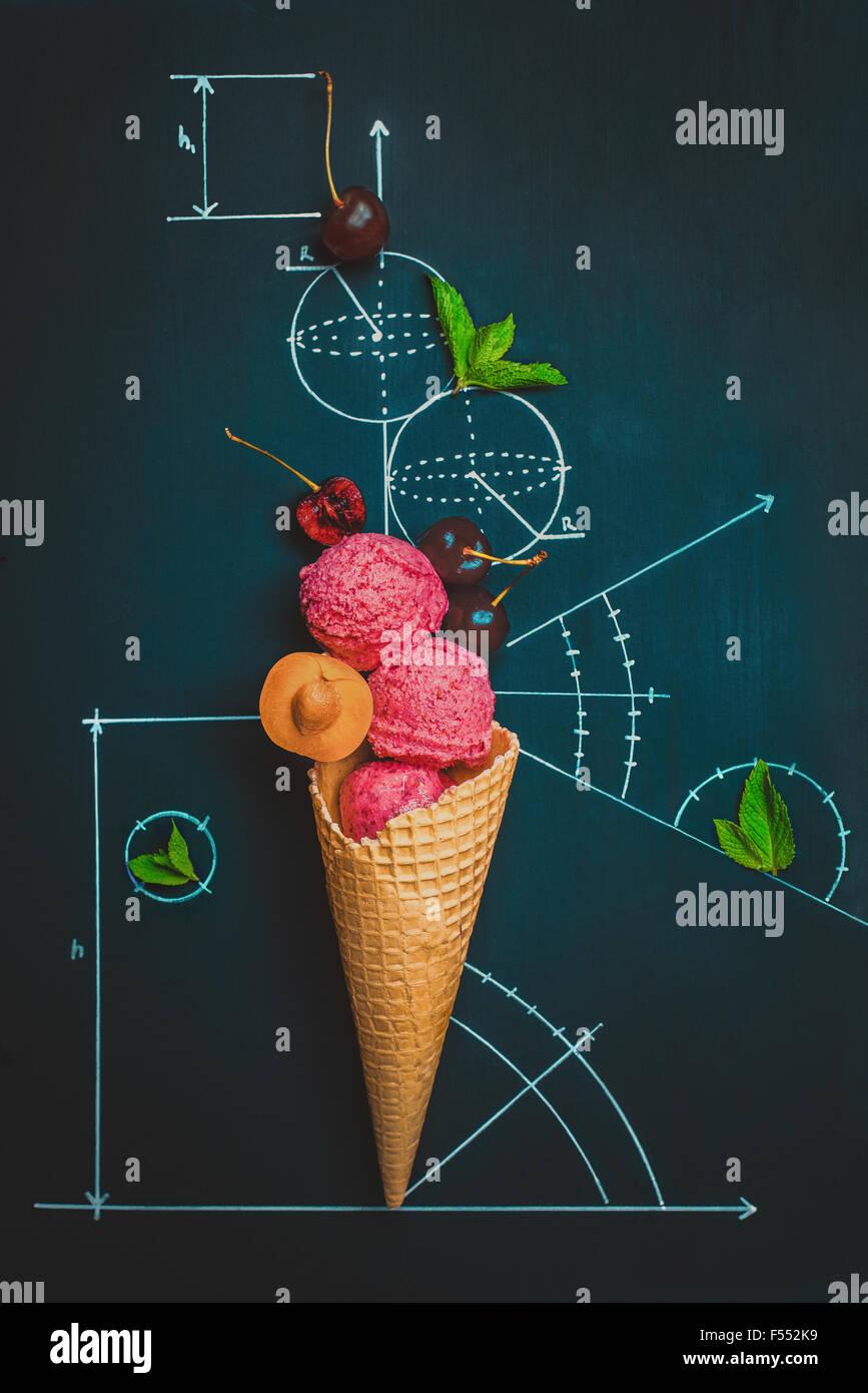 Süße Geometrie. Sommer-Hausaufgaben. Stockbild