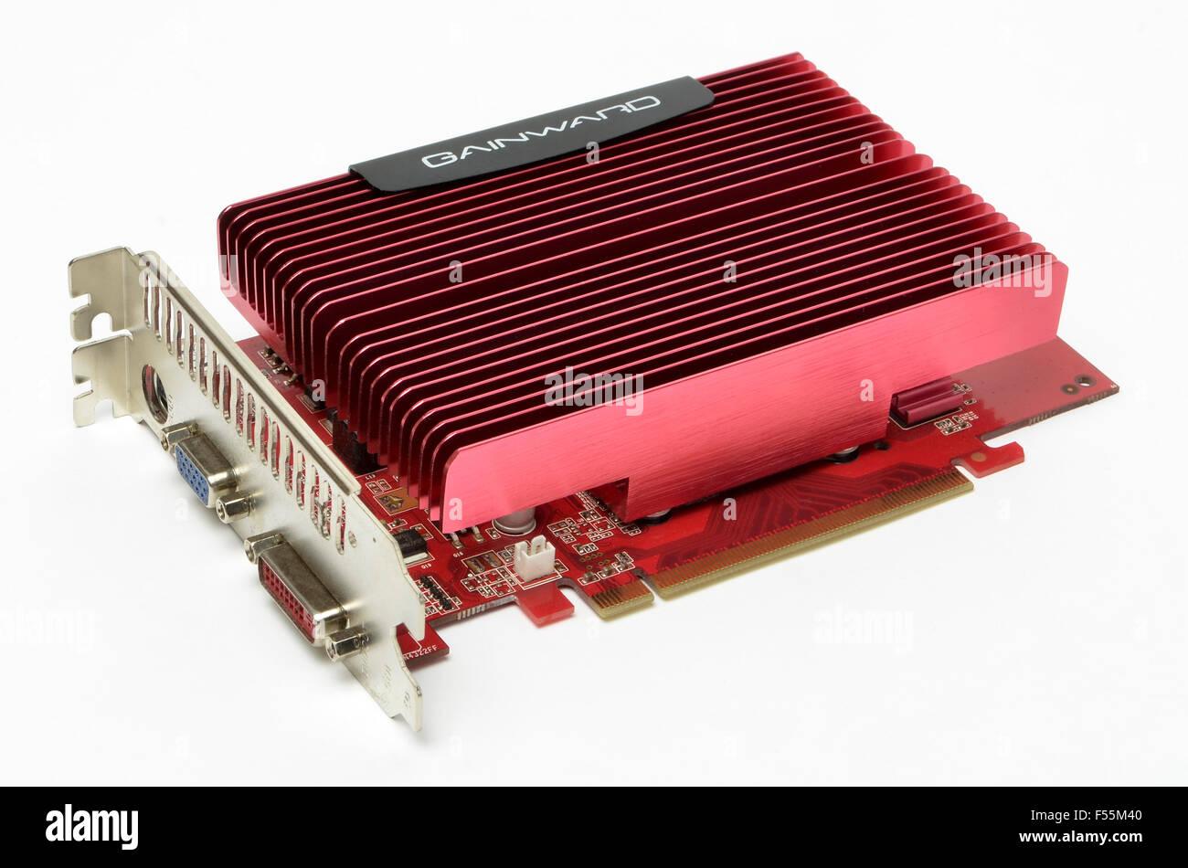 Gainward NVidia GeForce leise Grafikkarte auf einem weißen Hintergrund. Stockbild