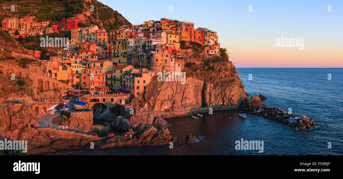 Manarola ist eine Stadt und Gemeinde in der Provinz La Spezia, Ligurien, Nordwest-Italien. Stockfoto