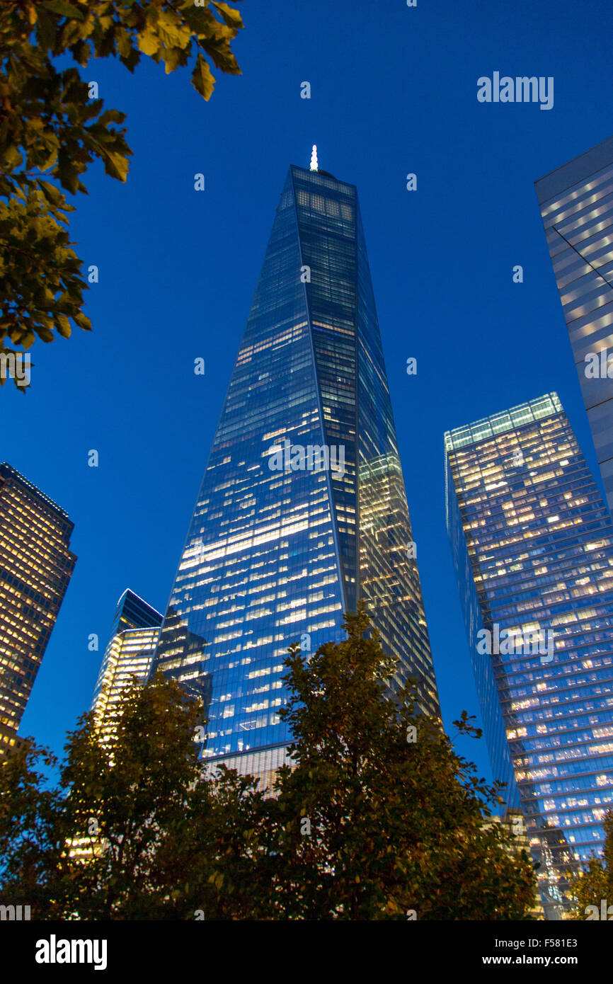 One World Trade Center (Freiheitsturm) bei Nacht, Lower Manhattan, New York City, Vereinigte Staaten von Amerika. Stockbild
