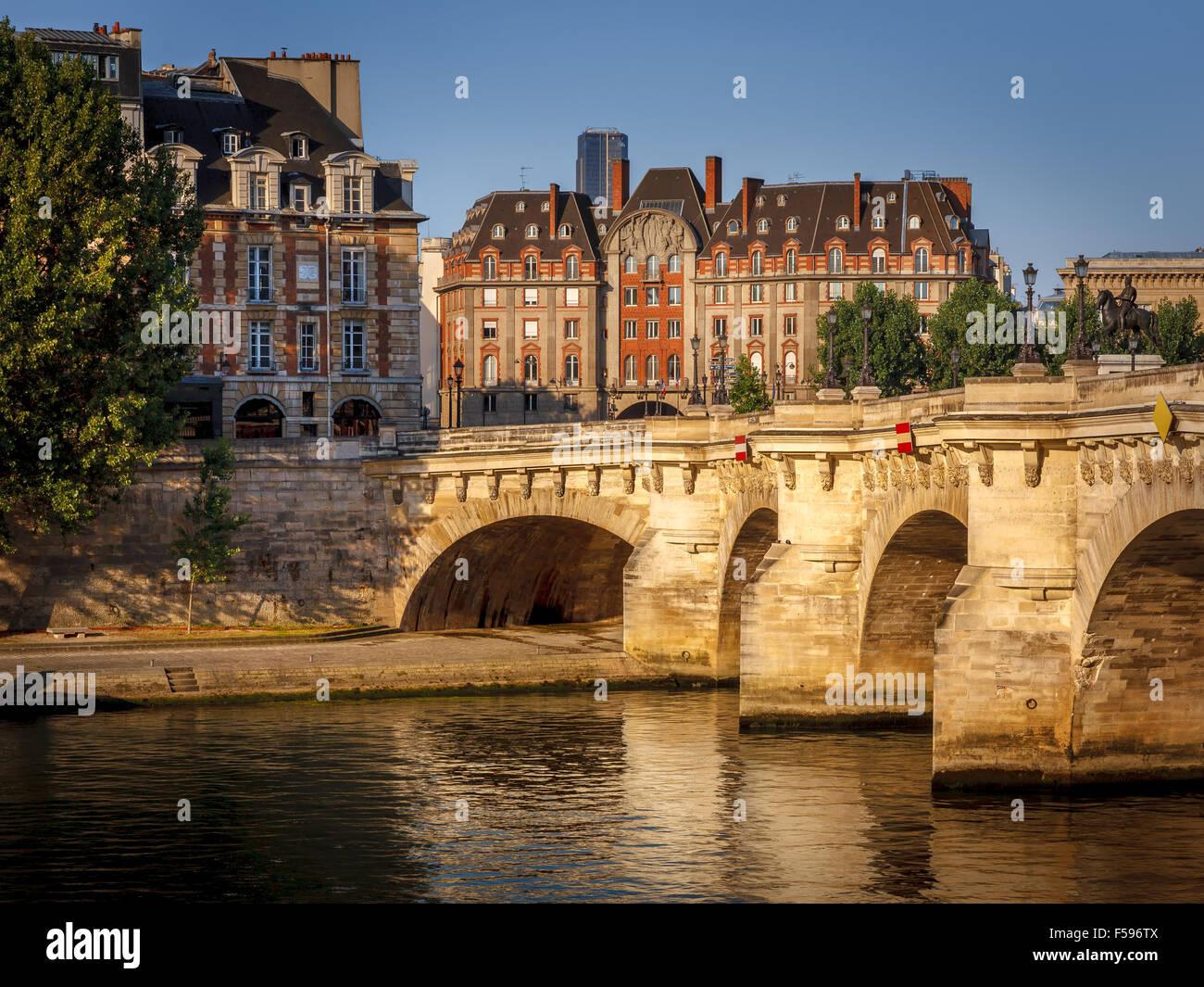 Morgenlicht über die Ufer, Pont Neuf und Ile De La Cité, Paris, Frankreich (1. Arrondissement, 75001) Stockbild