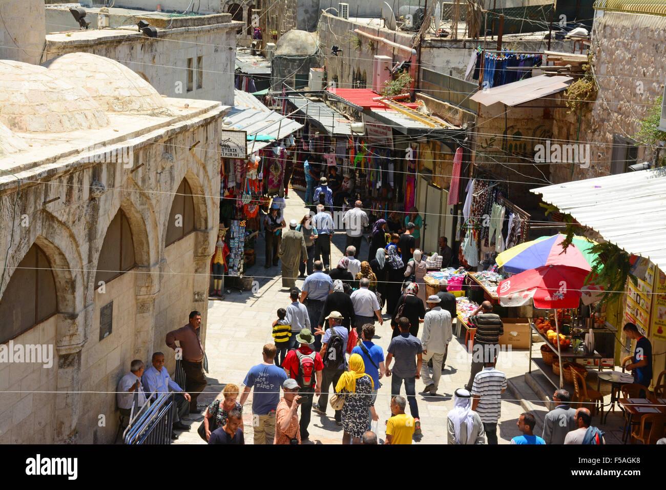 Touristen und Einheimische in der Altstadt von Jerusalem, Israel Stockbild