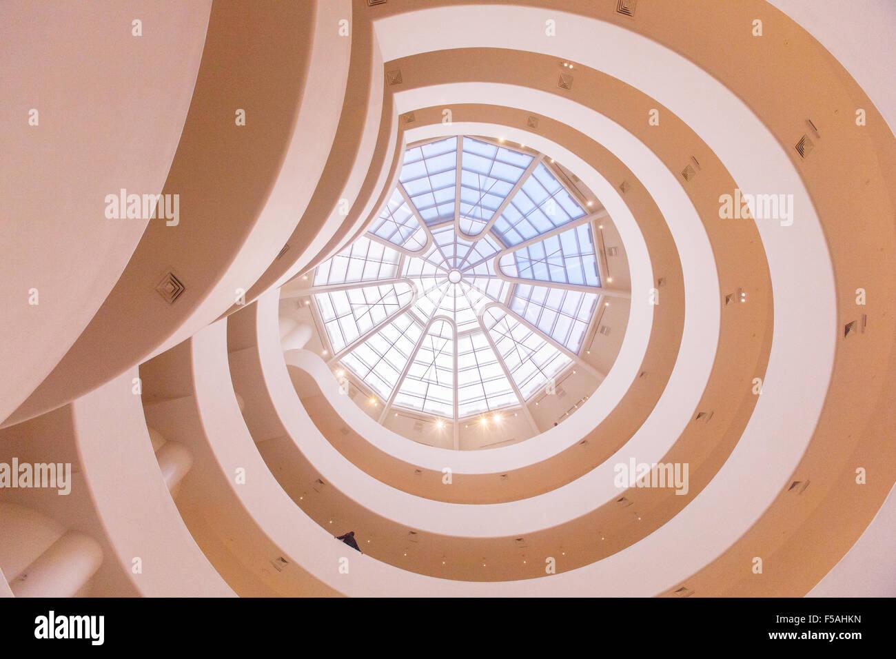 Das Guggenheim Museum in New York City, Vereinigte Staaten von Amerika. Von Frank Lloyd Wright entworfen. Stockbild