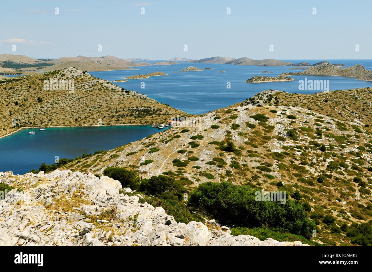 Viele Inseln der Kornaten-Archipel von der Spitze des Levrnaka, Dalmatien, Kroatien Stockbild
