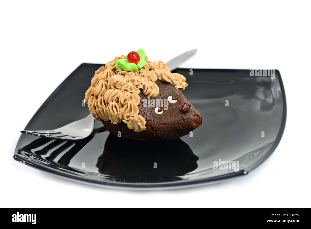 Schokoladen Kuchen Verziert Als Igel Auf Schwarzem Teller Isoliert