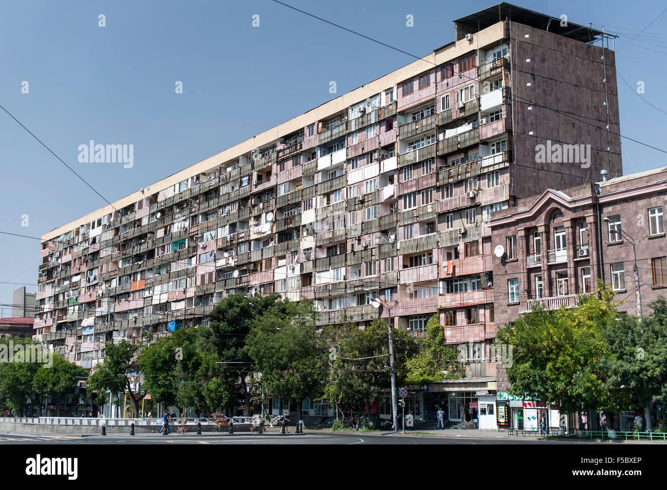 Mehrfamilienhaus In Der Armenischen Hauptstadt Eriwan Stockfotografie Alamy