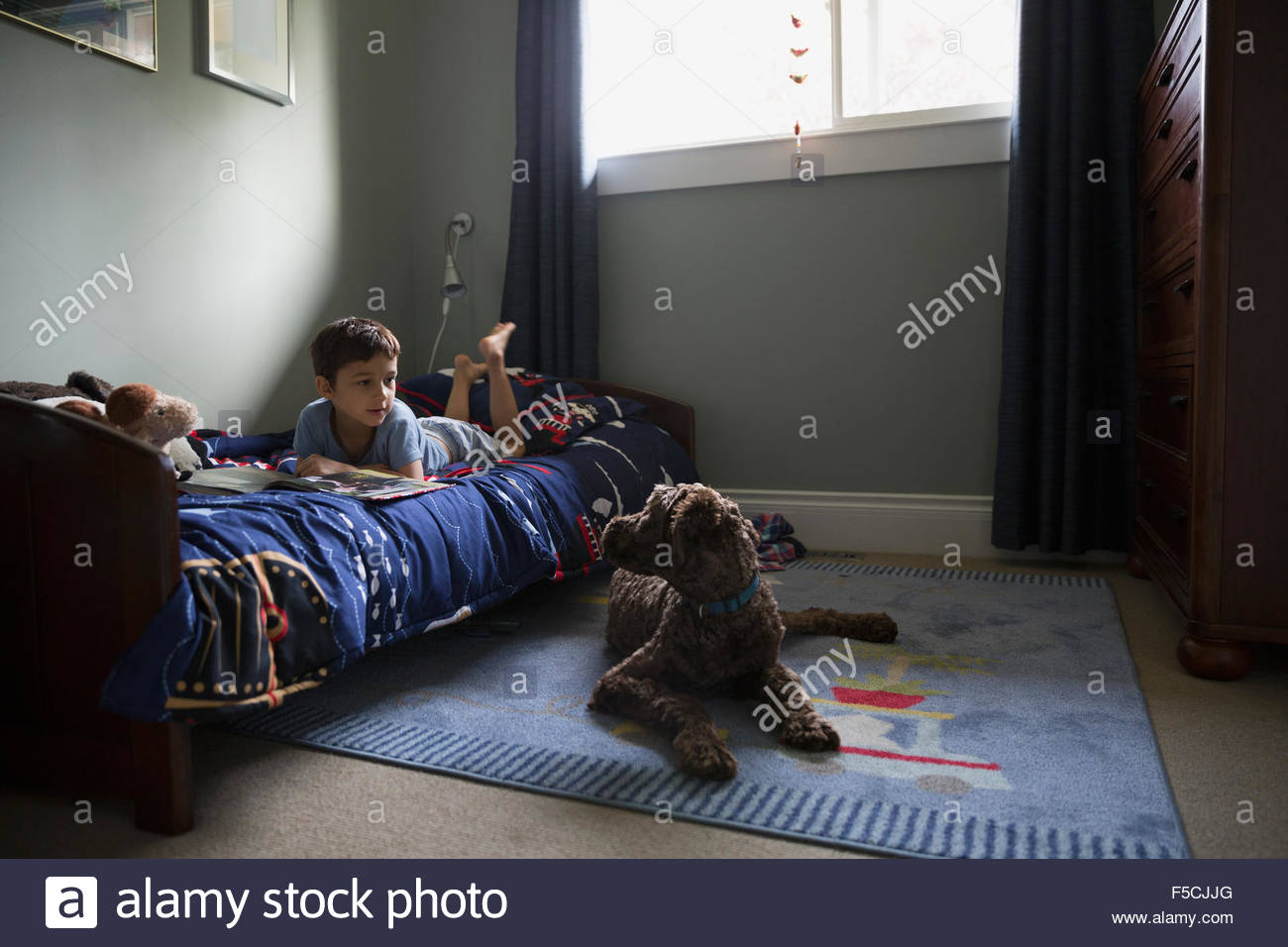 barefoot boy stockfotos barefoot boy bilder alamy. Black Bedroom Furniture Sets. Home Design Ideas