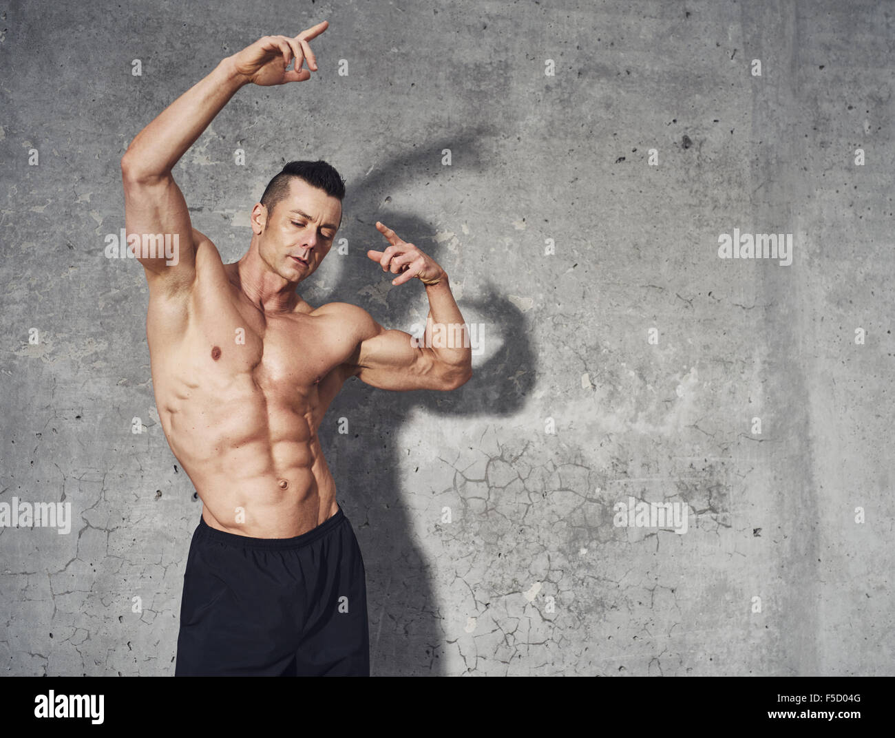 Fitness Model Posing Bauchmuskulatur Fitness Concept Professionel Männlich Fitness Model Kopieren Raum Stockfotografie Alamy
