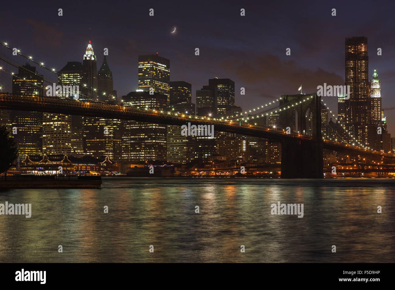 skyline von new york und brooklyn bridge bei nacht von fulton ferry park new york ny. Black Bedroom Furniture Sets. Home Design Ideas