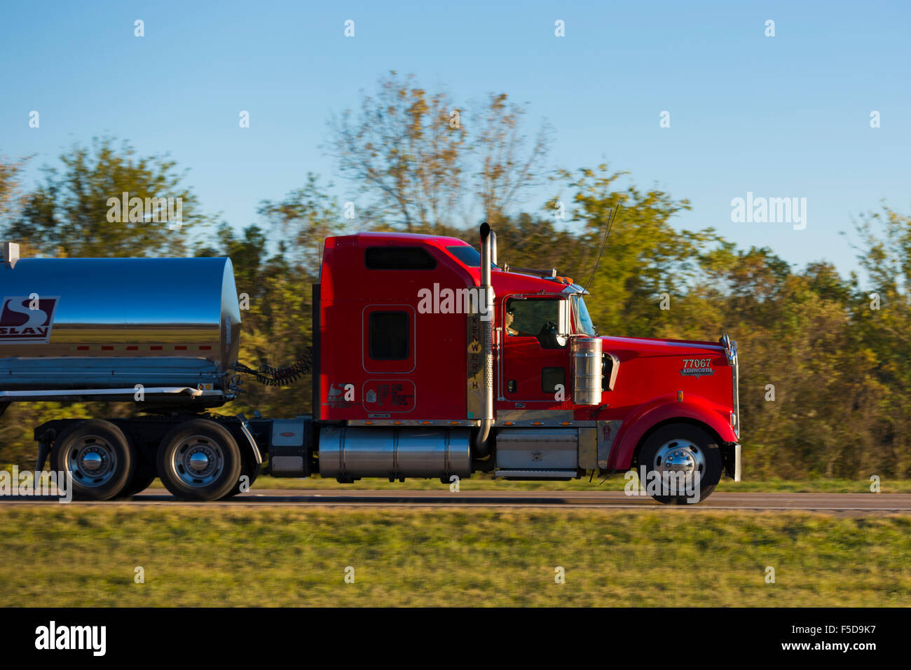 kenworth truck stockfotos kenworth truck bilder alamy. Black Bedroom Furniture Sets. Home Design Ideas