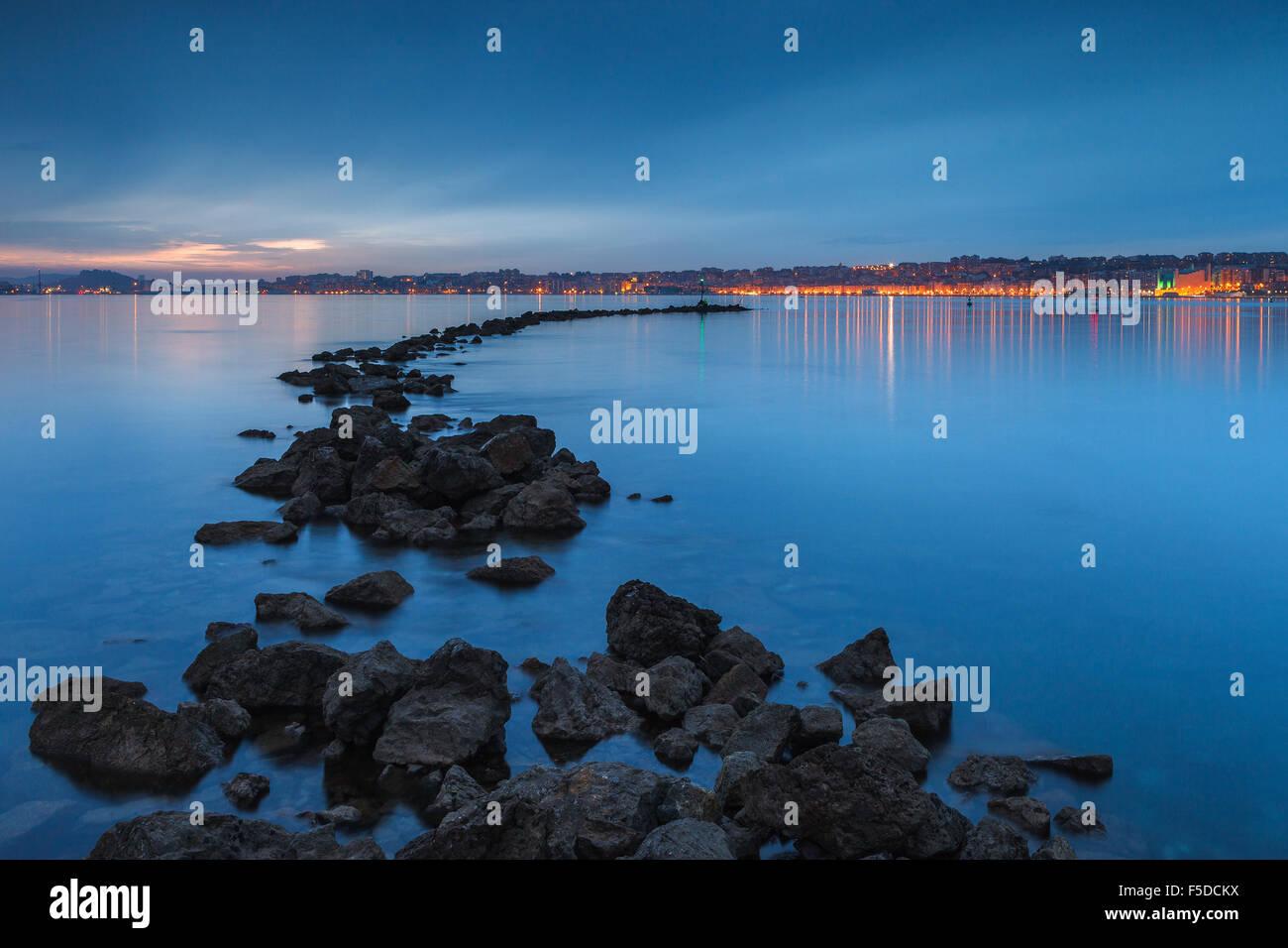 Santander Bucht und Stadt von de Pedreña, Kantabrien, Spanien. Stockbild
