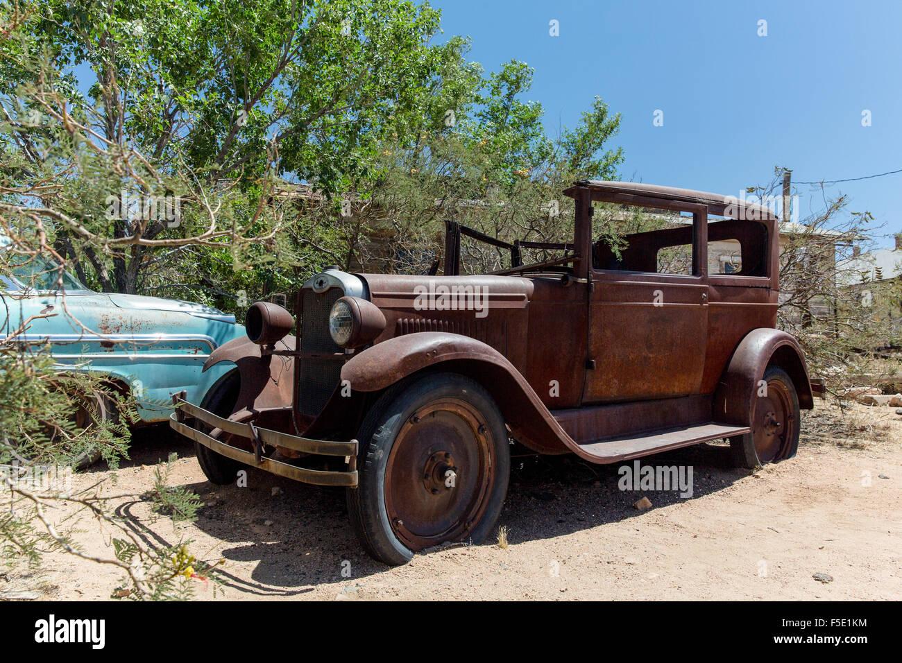 Ein altes Autowrack Hackberry Gemischtwarenladen in Kingman, Arizona, USA Stockbild